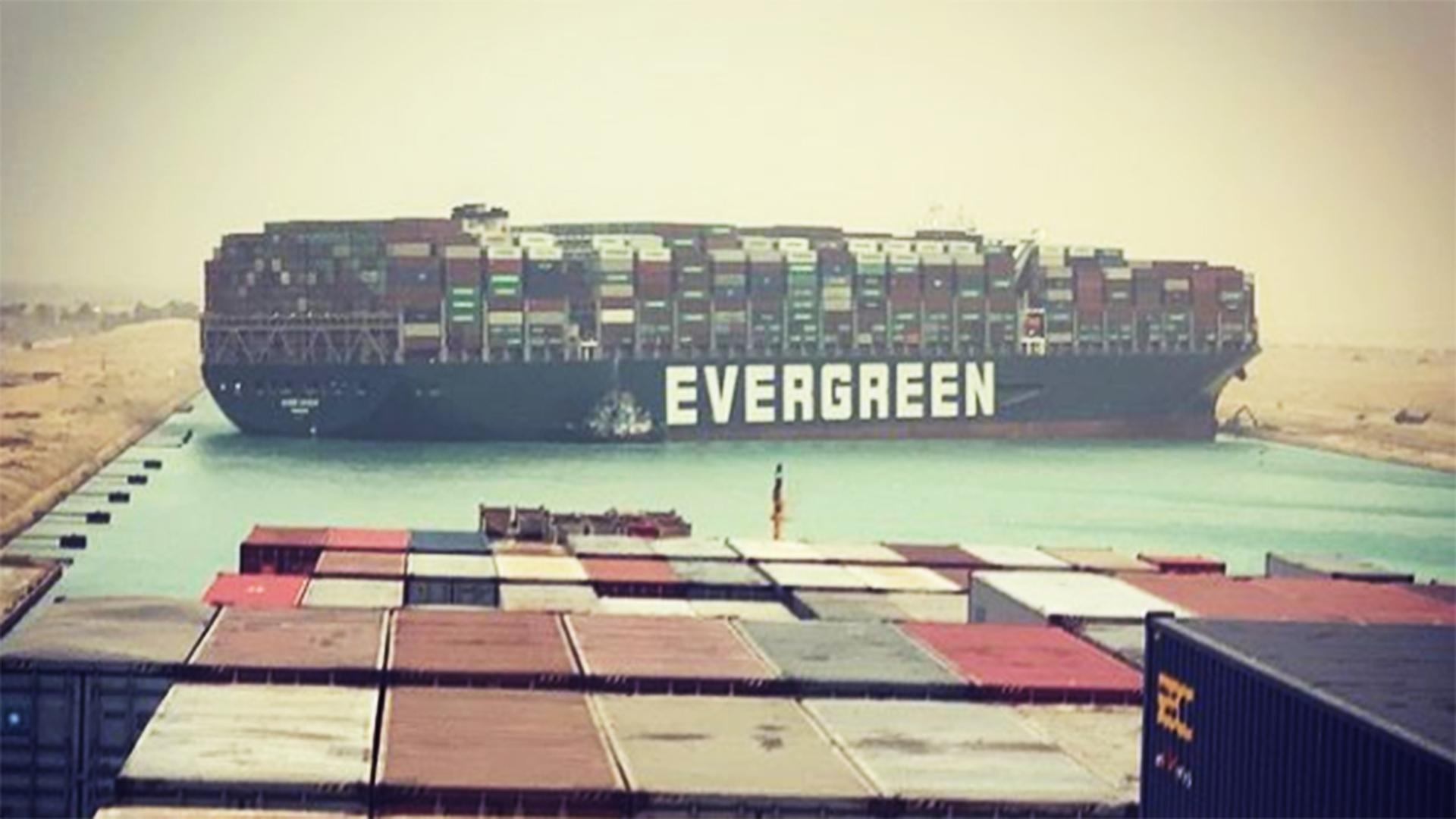Ship blocking Suez canal